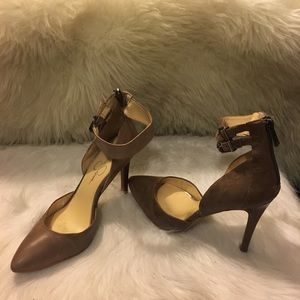 Pointy Toe Pump with Adjustable Straps